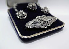 Set - Brooch, earrings, and ring - 19.20 kt white gold and diamonds - Ca. 1930