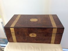 Burr-walnut Edwardian writing box with brass bands - England - Inscription F.W. Jackson 24 Oct. 1909
