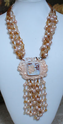 Signed Confuorto - Necklace with 6 strands of pink pearls and cameo.