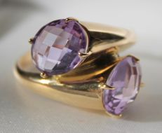 Yellow gold ring of 14 kt with amethyst 18
