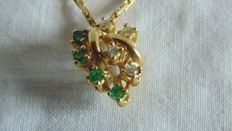 Necklace with pendant, 18 kt gold, 750 hallmark, with 4 emeralds and 4 diamonds, 0.4 ct – length: 42 cm