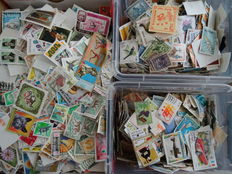 World – Batch over 30,000 stamps (from classic to modern) in a box