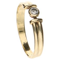 14 kt yellow gold ring set with 1 brilliant cut diamond of 0.04 ct.