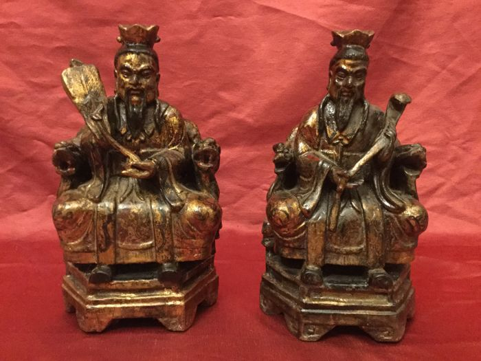 "Couple of polychrome and gilded wooden sculptures ""Enthroned Dignitaries"" – China, mid-20th Century"