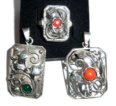 A lot consisting of 3 Jugendstil jewellery pieces with blood coral, agate, 830 and 900 silver