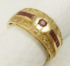 18 kt/750 yellow gold ring with rubies, weight 6.30 g