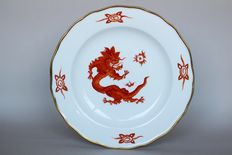 Meissen - red dragon plate with a golden edge, so-called Knaufzeit period