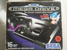 Sega Megadrive 16 bit boxed with sonic the hedgehog incl 2 controllers and 4 games