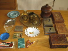 Lot of tobacco and smoking items, including a tobacco jar, boxes. The Netherlands, ca 1920-1960.