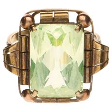 Yellow gold ring set with a peridot stone