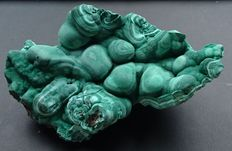 Malachite - 150 x 98 x 60 mm - 747 gm