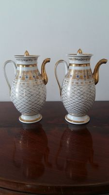 Porcelaine de Paris - two porcelain coffee makers in Empire style - hand-painted in pure gold