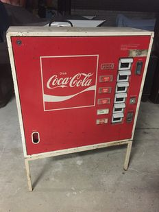 Coca-Cola bottle vending machine Dutch