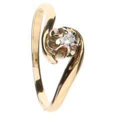 14 kt yellow gold wavy ring set with a brilliant cut diamond of approx. 0.07 ct