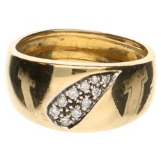 Yellow gold ring of 18 kt set with 9 brilliant cut diamonds of approx. 0.18 ct in total