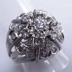 Platinum cocktail ring with 25 brilliant cut diamonds, 1.48 ct in total