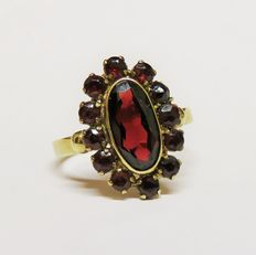 Antique 333 gold ring with 13 Bohemian garnets totalling 2.76 ct