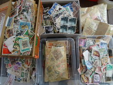 Europe - Large batch in boxes and sleeves with over 65,000 stamps