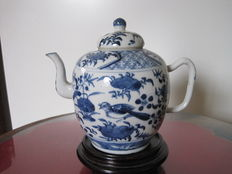 Large hand-painted porcelain teapot - China - 19th century