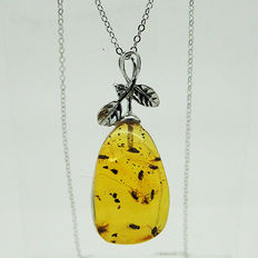 Chain and pendant in .925 silver - 1 moth and more than 10 flies in amber - 3.7 g