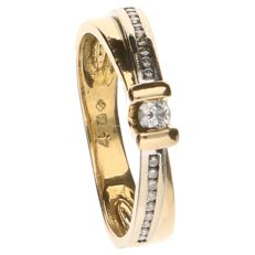 18 kt yellow gold band ring set with 19 brilliant cut diamonds of 0.17 ct in total
