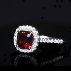 18k white gold ring with 1.50 ct natural red spinel centre stone and 0.20 ct natural diamonds – Size: