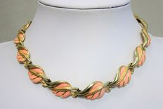 Signed CORO PEGASUS - Beautiful Vintage Gold Tone Pink Enamel Leaf Choker Necklace