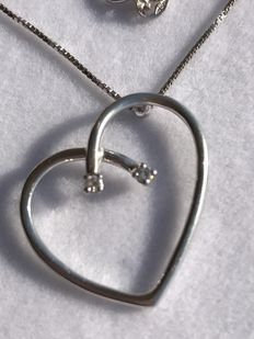 White gold necklace with diamonds – 42 cm