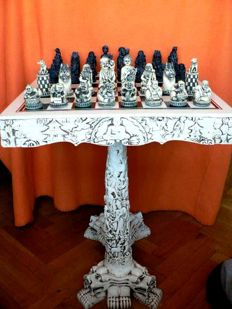 Spectacular chess set and marfilina table Board and marble dust.