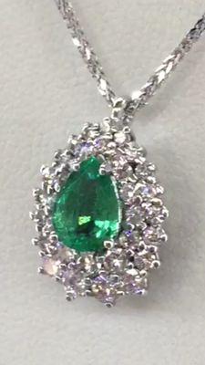 Magnificent emerald pendant with diamonds (E/F, VVS2),1.81 ct in total. Low reserve price