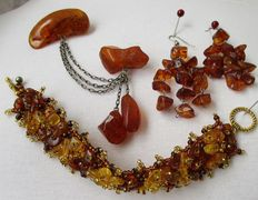 100% natural cognac coloured set of Baltic amber brooch, bracelet and earrings. 