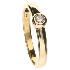 14 kt yellow gold ring set with a 0.09 ct diamond – ring size 19