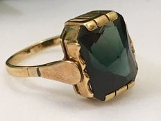 Gold ring with facet cut tourmaline – 1920