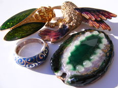 Signed ring, brooches and pendant.