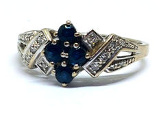 White gold ring, with diamonds and 4 sapphires.