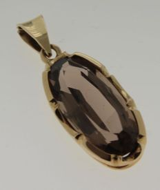 Yellow gold pendant with smoky quartz, oval cut