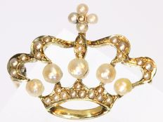 Victorian ' Cross Crown' pearl and gold brooch - anno 1880