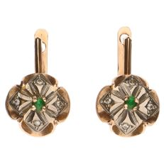14 kt bicolour gold earrings with in total 8 diamonds, in total 0.04 ct and 2 green stones.