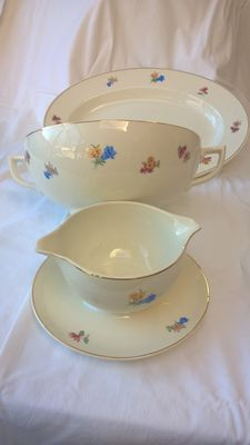 Maastricht earthenware with alpine flowers decor, serving bowl, 1 with lid and 1 without, 1 dish and 1 gravy boat