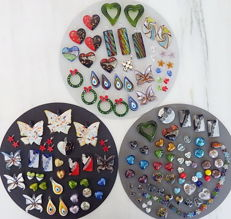 Assortment of 130 glass and lampwork pendants