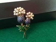 Trifari -Vintage gold tone enamel flower brooch with faux pearls