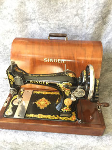 Beautiful antique Singer 128K sewing machine with original box, 1923