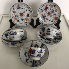 Three tea drinkers with pagoda in red and blue plus Imari two dishes- China - 18th century.