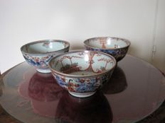 Three hand-painted porcelain bowls - China - 18th century