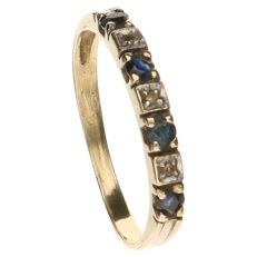 Yellow gold channel ring set with 4 sapphires and 3 brilliant cut diamonds, approx. 0.015 ct in total
