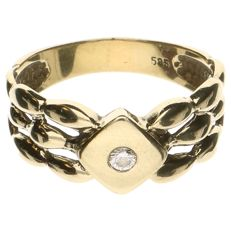 14 kt yellow gold ring set with one, 0.06 ct brilliant cut diamond. Ring size: 18