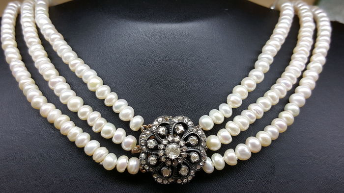4d3ee7db10f Women's pearl necklace, with 14 kt gold/silver set with diamonds - Catawiki