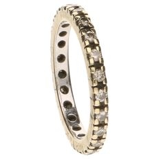Bi-colour eternity ring set with 23 brilliant cut diamonds, 0.69 ct in total
