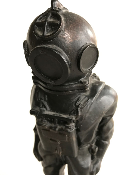 Old diver sculpture from the 70/80s with very detailed depiction of military or professional diver, 26 cm.