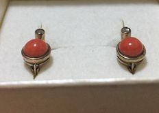 Pair of gold earrings with coral stones and antique rose cut diamonds – 'No reserve price'.
